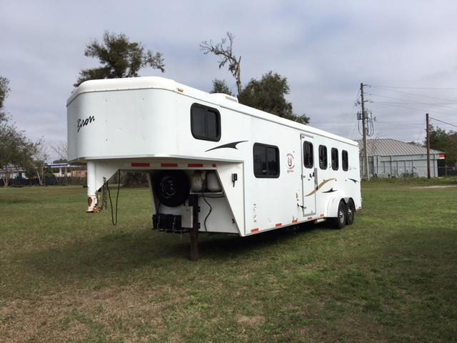 2008 Bison Trailers 4 horse with 8 lq Horse Trailer