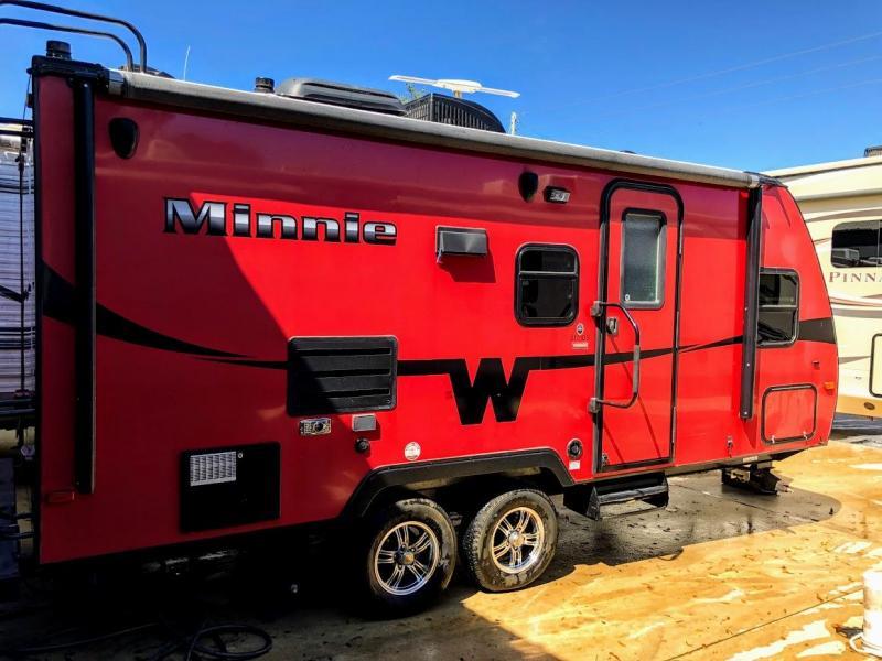 2014 Winnebago Minnie 2101DS Travel Trailer