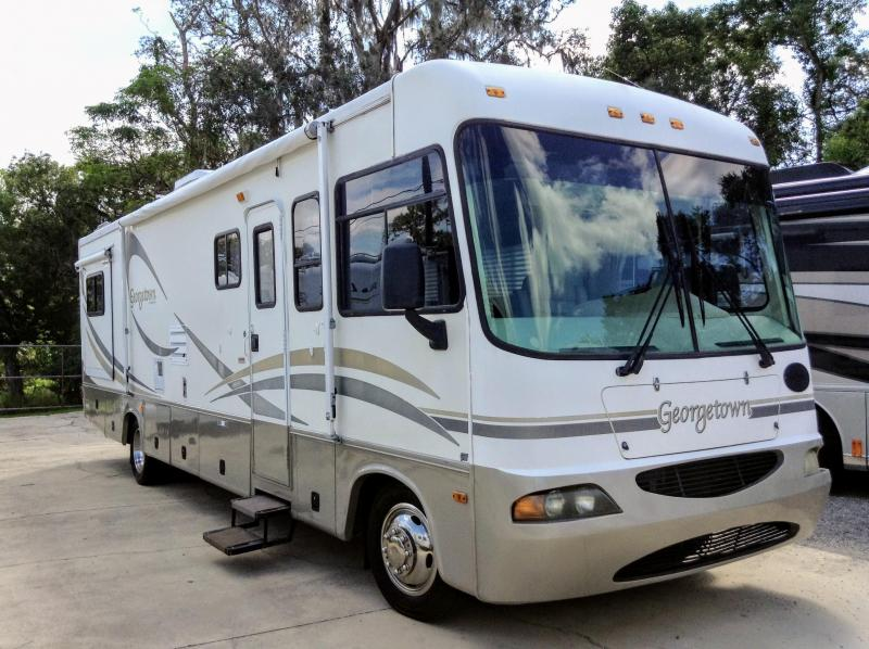 2002 Forest River Inc. Georgetown 325DS Ford Class A RV
