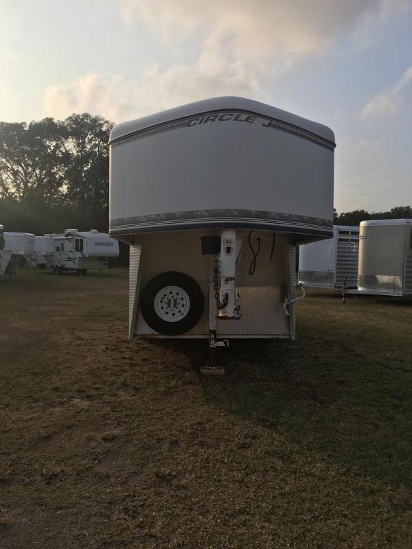 1999 Circle J Trailers 3H GN Weekender Horse Trailer