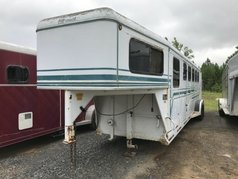 USED CM 5 Horse Legacy Trailer