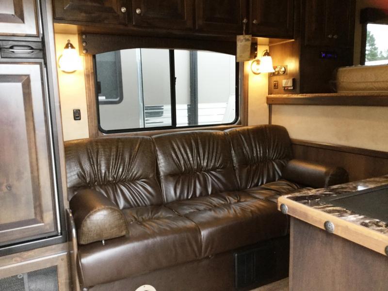 2016 CIMARRON NORSTAR 3 HORSE GN WITH TRAIL BOSS LIVING QUARTERS***JUST REDUCED***