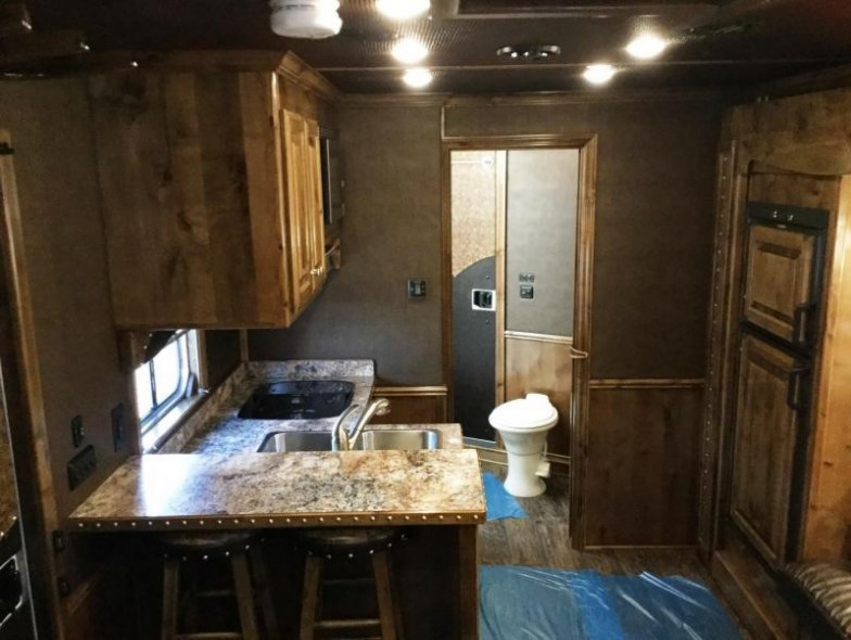 2017 Cimarron Trailers NORSTAR 3H SLANT WITH OUTBACK LIVING QUARTERS Horse Trailer