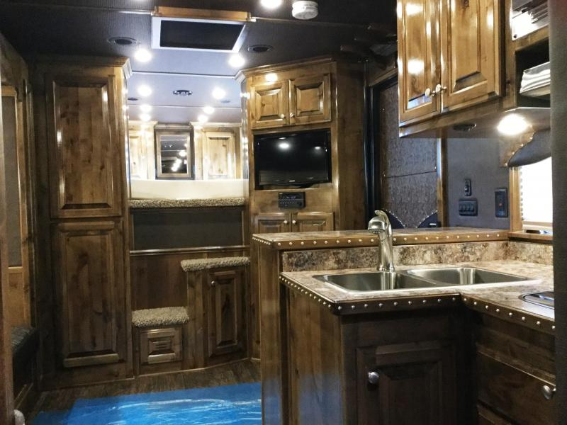 2017 CIMARRON NORSTAR 3 HORSE GN WITH OUTBACK LIVING QUARTERS ***JUST REDUCED***