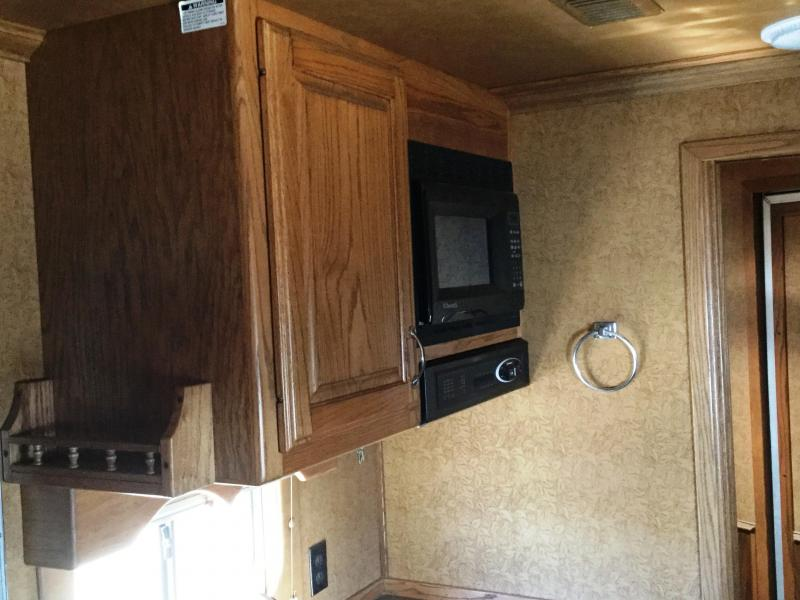 2007 C&C 4H LIVING QUARTER WITH GENERATOR PRE WIRE ***JUST REDUCED***