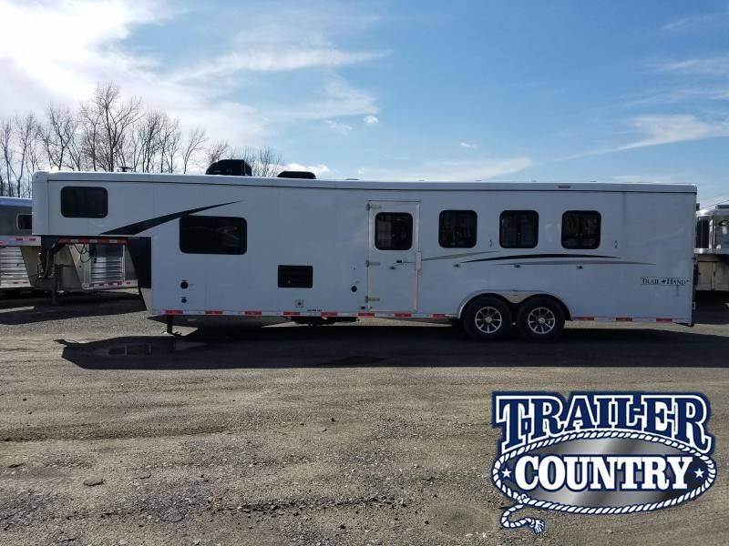 2018 Bison Trailers 7411TH Horse Trailer