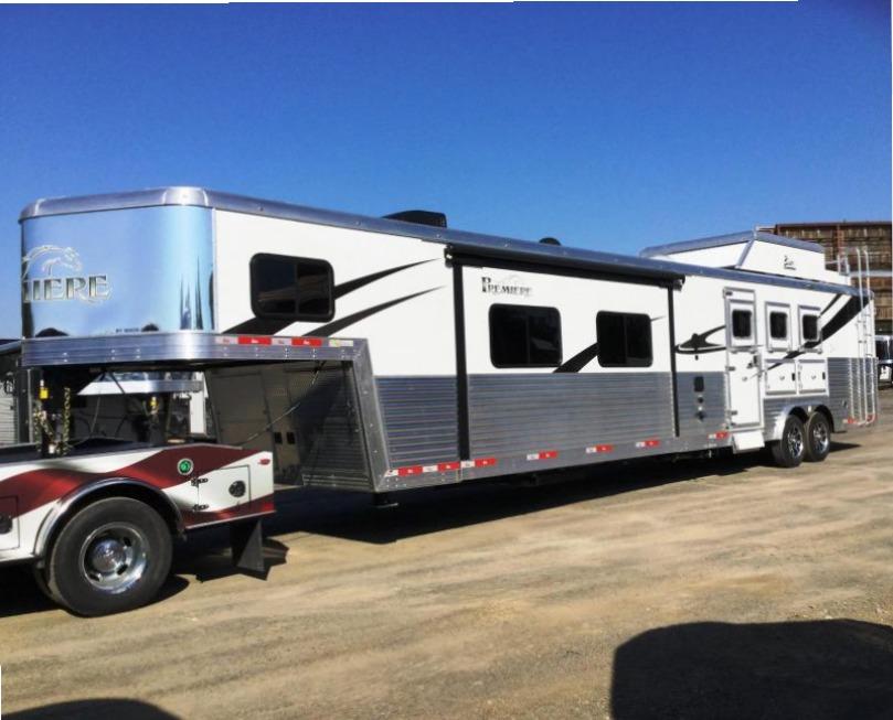 2018 Bison Trailers 8317PRDSRSL PREMIERE REAR SIDE LOAD Horse Trailer