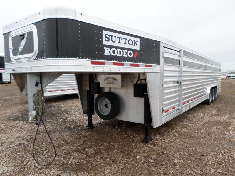 2015 Featherlite 8127-7036 Livestock Trailer