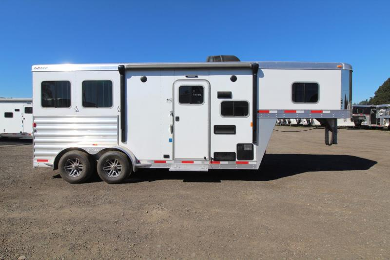 2017 Exiss Escape 7206 - Electric Awning - Lower divider panel - 2 Horse Living Quarters Trailer