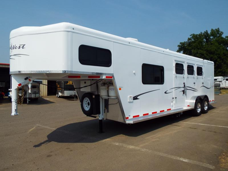 2018 Trails West 3 Horse Classic Specialite 8 x 13 LQ w/  New Sure Grip Flooring