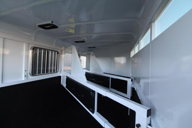 2018 Fabform Vision Deluxe 3 Horse Trailer - Swing out Saddle rack - Water Tank - Adjustable dividers
