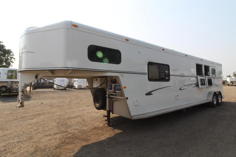 2007 Trails West Sierra 8x13 - Side tack and Walk in closet! - 3 Horse Living quarters Trailer