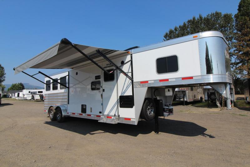 2017 Exiss Escape 7310 - W/ Slide 10' short wall - Hoof Grip Polylast Flooring - Wood interior upgrade - 3 Horse Trailer