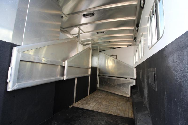 2012 Exiss 8408 Living Quarters 4 Horse Trailer W/ 8ft Short Wall