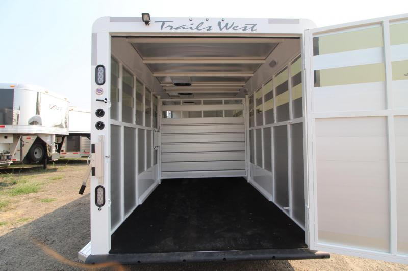 2018 Trails West Santa Fe 21ft - Straight Tack Room - Stock/Horse Combo Trailer