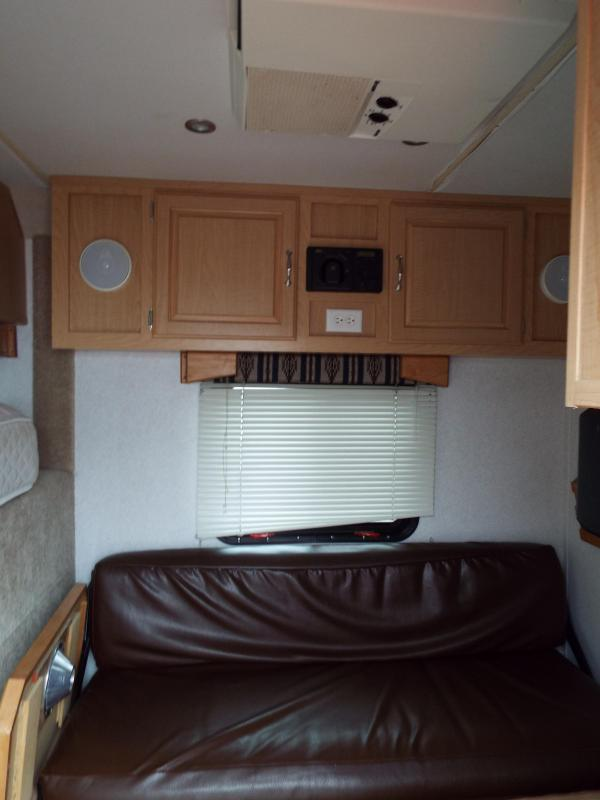2005 Trails West Sierra 7 x12 LQ w/ Angled Mid Tack 3 Horse Trailer - Manger on first stall - Aluminum Hayrack