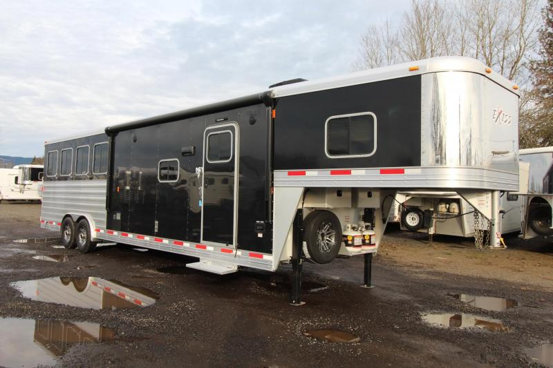 2018 Exiss Endeavor 8412 W/ Slide out - 4 Horse Living Quarters Trailer - Polylast Flooring - Stud Divider