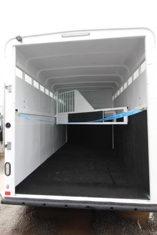 2018 Fabform Vision 3 Horse Trailer W/ Plexi inserts - Sealed tack wall - Swing out saddle rack