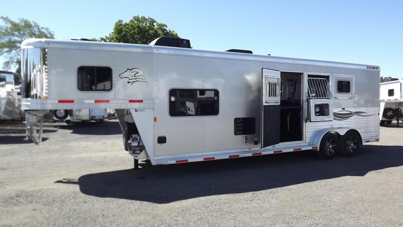 "2017 Sooner Lariat 7311 - 11' Short Wall - 7'8"" Tall Lots of Upgrades 3 Horse Living Quarters Trailer PRICE REDUCED $2600"