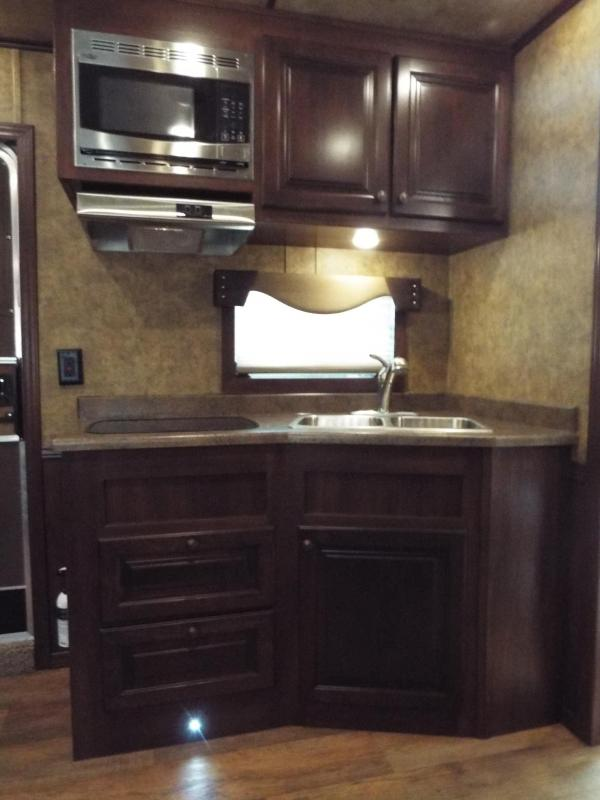 New 2017 Exiss Horse Trailer In Albany Or