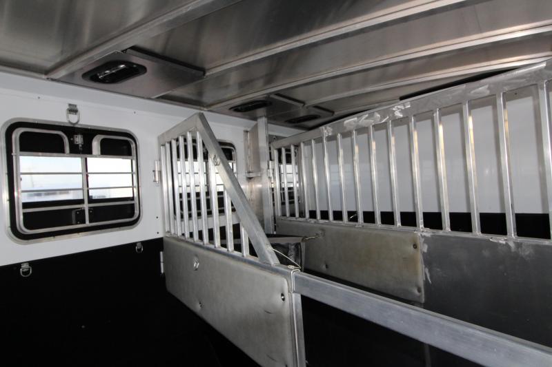 2001 Silverado Deluxe Showman 3 Horse GN Trailer w/ Comfort pkg.
