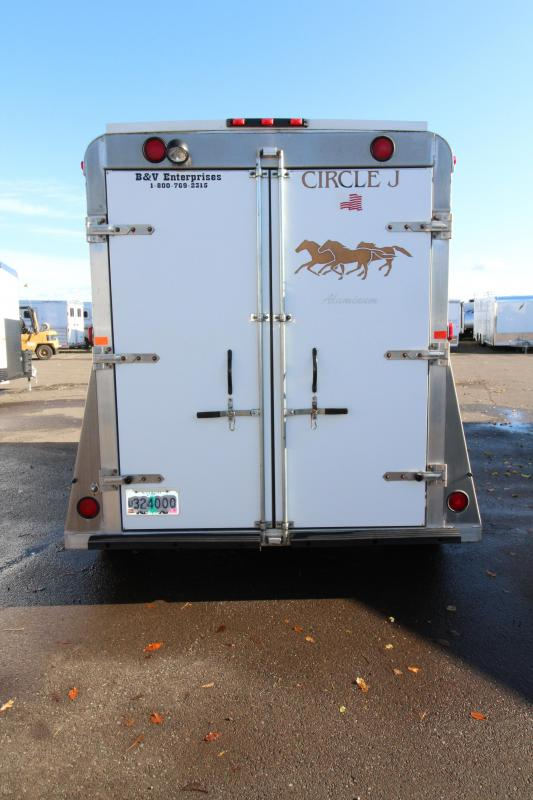 2003 Circle J Trailers Lighting Vee 2 Horse Trailer - Fiberglass Roof - Aluminum Construction