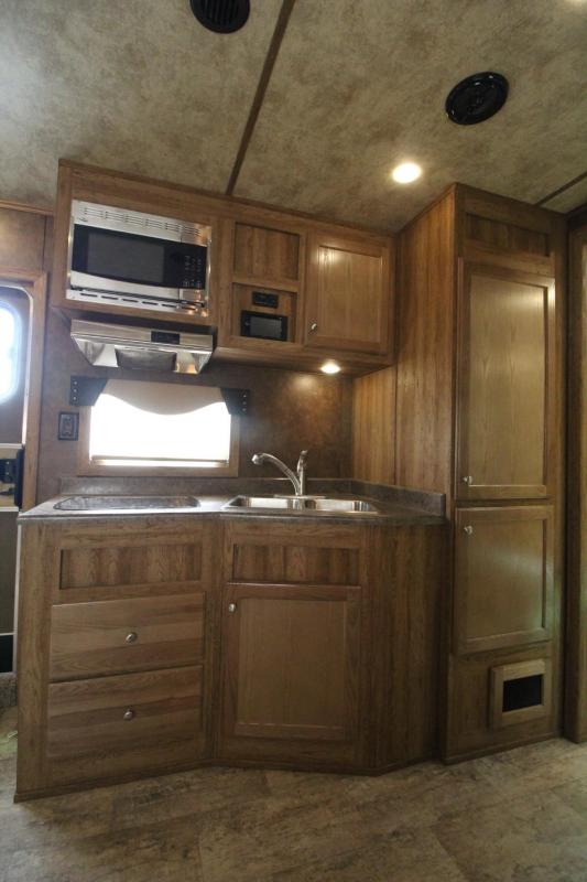 2017 Exiss Endeavor 8414 W/ Slide out - Price Reduced - Hayrack - Generator - 14 ft short wall - LIKE NEW!!! 4 Horse Living Quarters Trailer