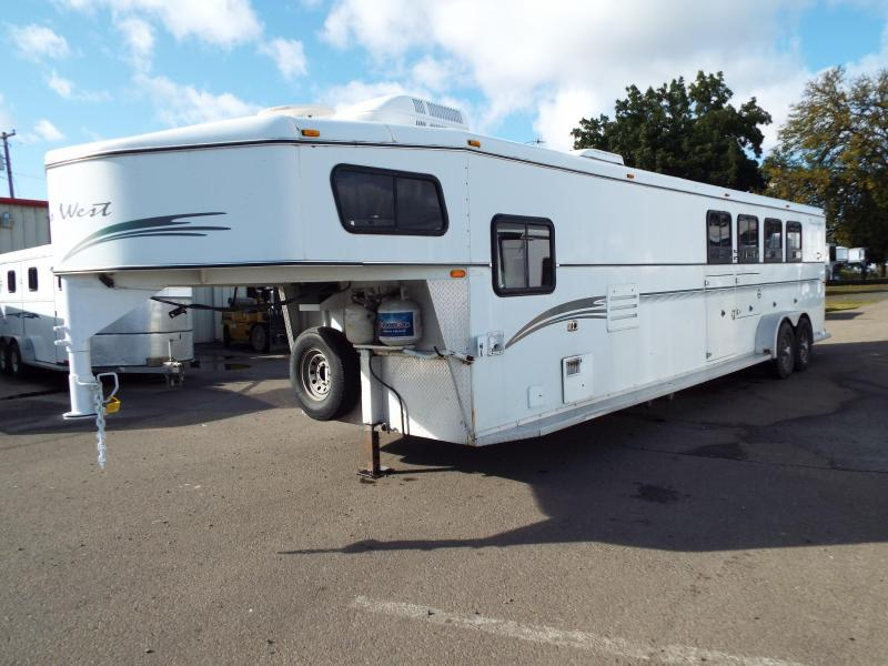 2001 Trails West Sierra 4 Horse Living Quarters Trailer - Mangers on First Two Stalls -