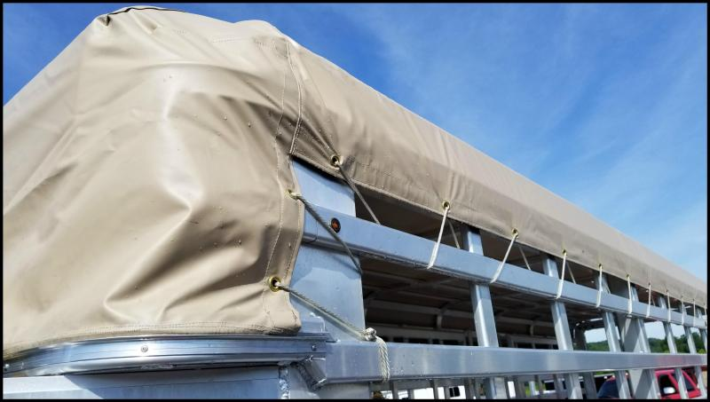 Perfect 2017 Featherlite 8127 24u0027 Roll Top Livestock Trailer W/Canvas Roof Cover