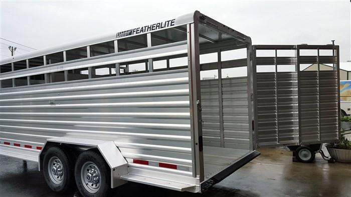 2018 Featherlite 8117 20' Livestock Trailer