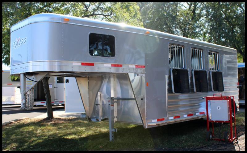 2018 Exiss Express 3-Horse XT Slant Load Horse Trailer