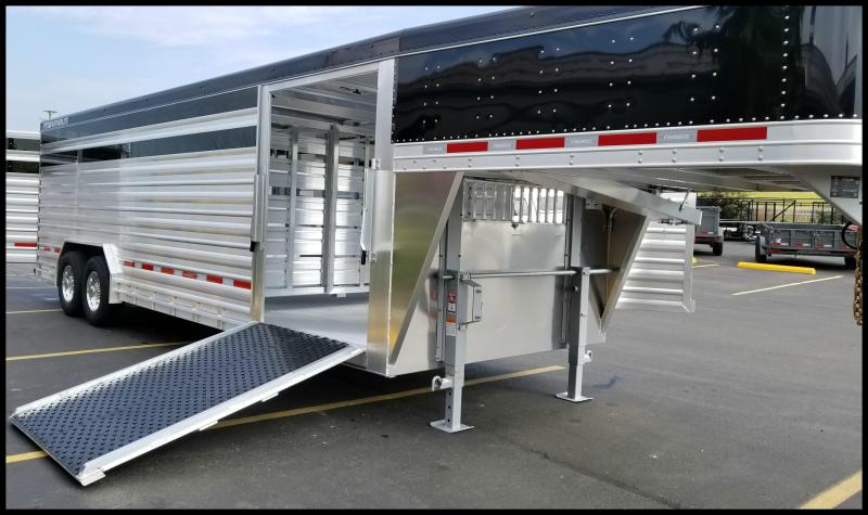 "2018 Featherlite 8127 8'X24' ""Presidential Edition"" Show Cattle Trailer"
