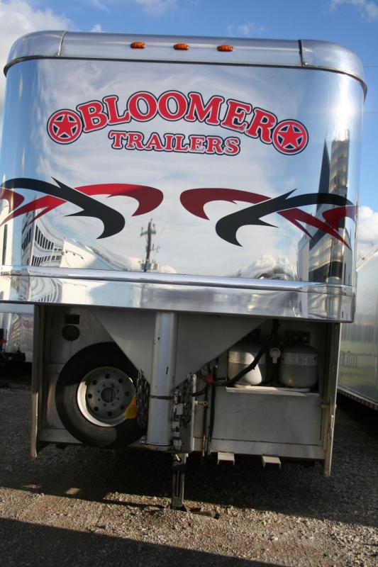 2005 BLOOMER 4 HORSE LQ HORSE TRAILER