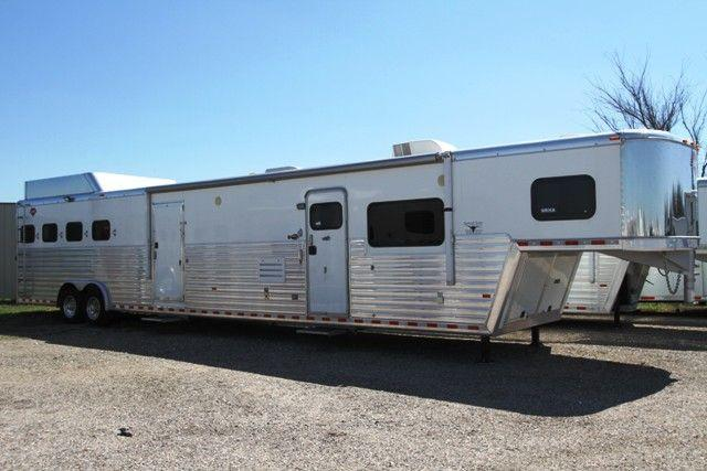 2008 Hart Ultimate 4 Horse 18' SW Living Quarters