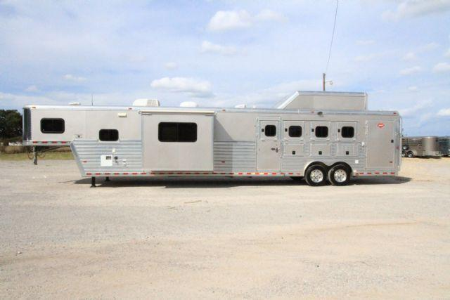 2009 Hart Ultimate 4 Horse 17' SW Living Quarters
