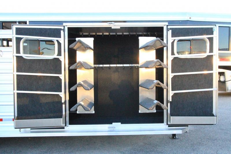 2017 Logan Coach 22' GN Trainers Tack Trailer