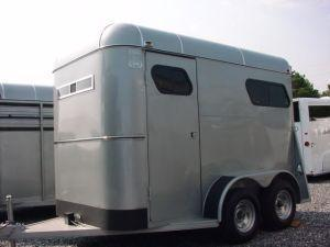 2006 Supreme BP 2H Straight Load Horse Trailer