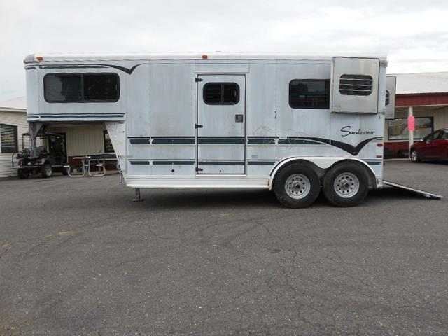1997 Sundowner Trailers GN 2H Straight Load Horse Trailer