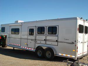 2007 Sundowner Trailers GN 3H 727 SL 6911 LQ w/Slide Horse Trailer