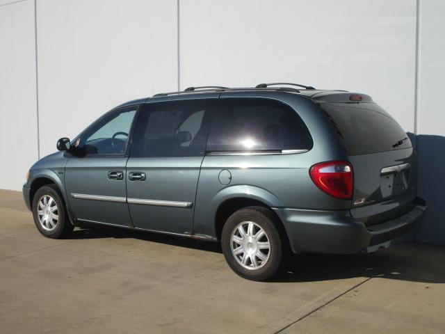 2007 Chrysler Town & Country LWB