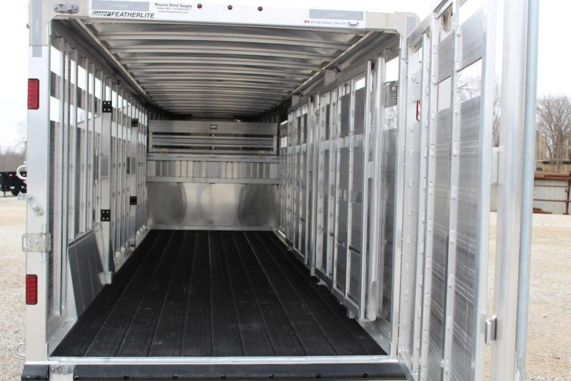 2018 Featherlite 8127-7024 Livestock Trailer
