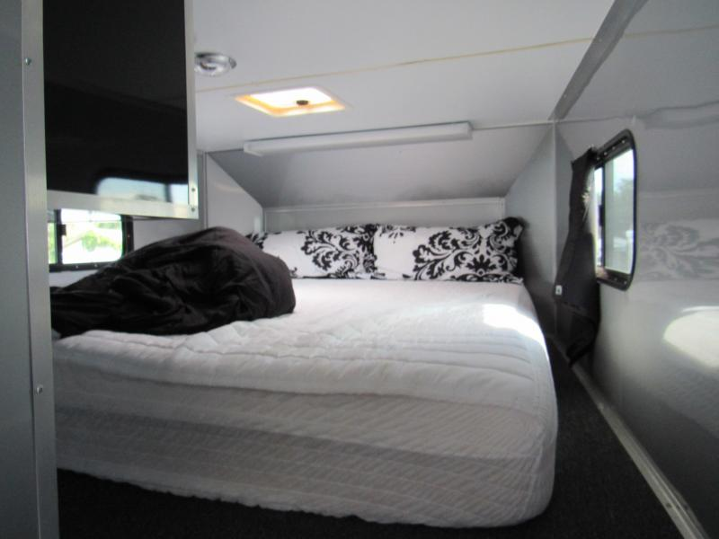 2014 Cargo Mate 32ft Gooseneck w/ bath package/Sleeping Quarter Car / Racing Trailer