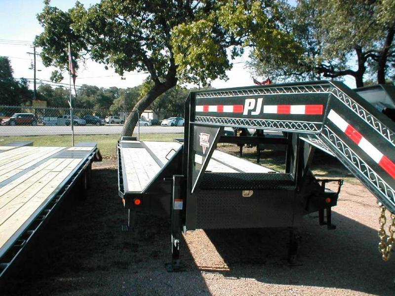 2017 PJ Trailers LD322 Equipment Trailers