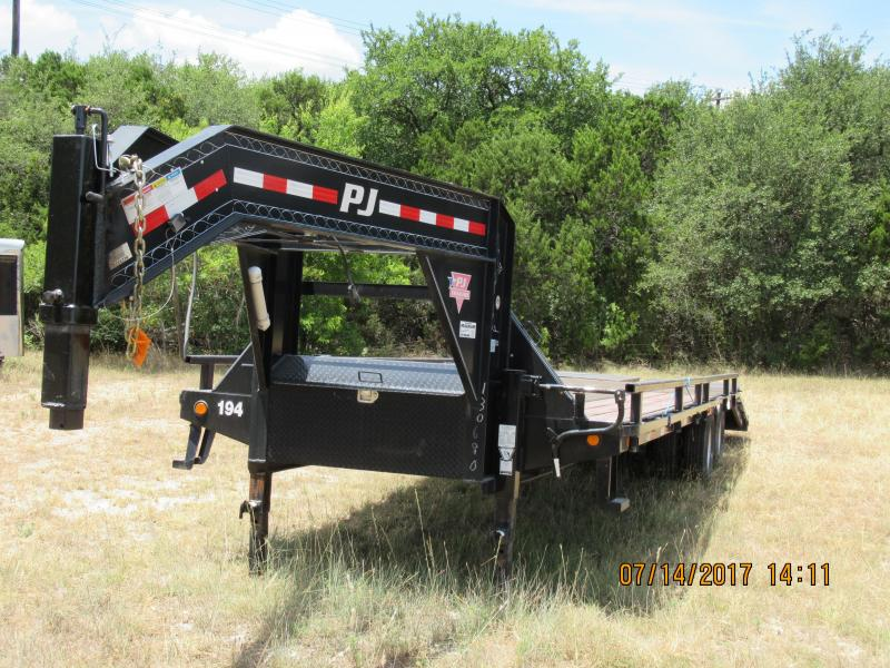 2014 PJ Trailers LD30 Equipment Trailer