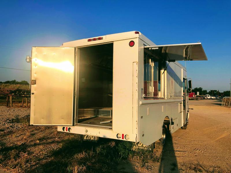 2000 Freightliner Food Truck Vending / Concession Trailer