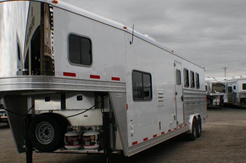 2016 Exiss 8412LQ Horse Trailer