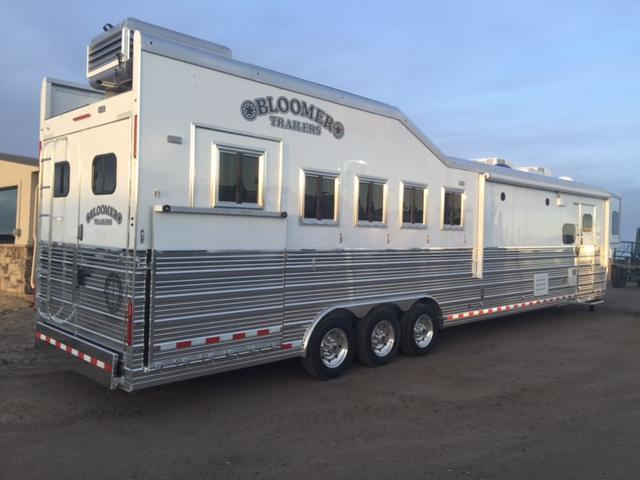 2017 Bloomer Trailer Manufacturing Horse Trailer