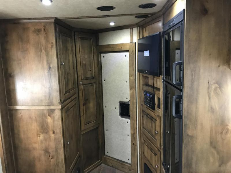 2016 Logan Coach Stock Combo with LQ Horse Trailer
