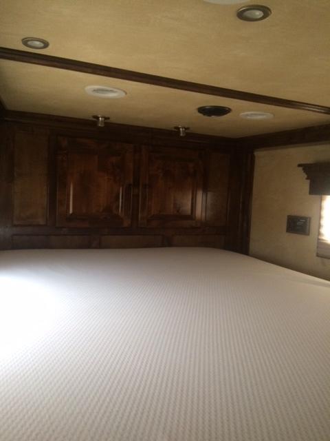 2012 Platinum Coach 4 Horse Rev Load Bunk Bed Trailer