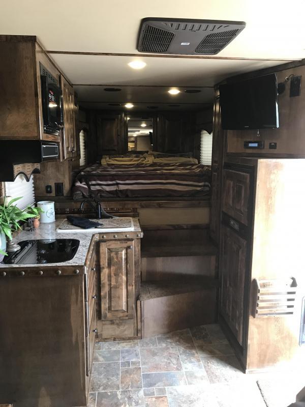 2018 Bloomer Trailer Manufacturing 15 SW 4 horse slide out Side load Horse Trailer